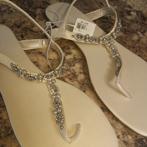 69ebf8fd2 David s Bridal Shoes - NWT.David s bridal wedding sandals Ivory bling